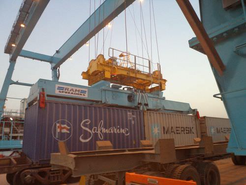 Floor track container stacking crane RMG Noell