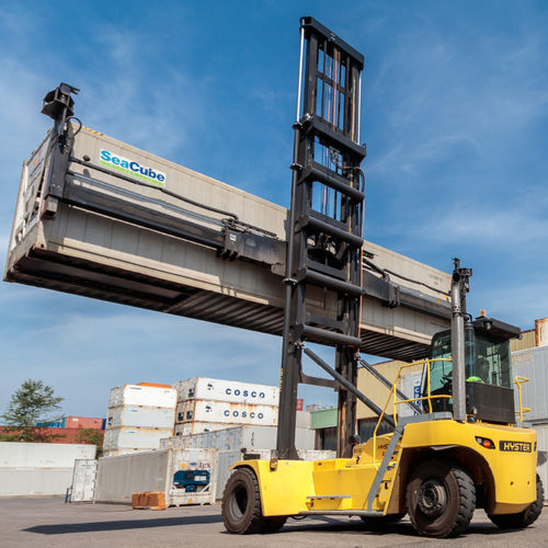 empty container handler / with side-lift spreader