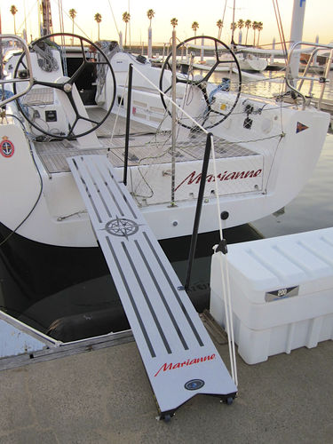 boat gangway / folding / manual / carbon