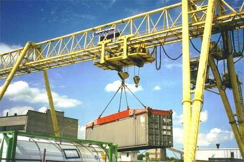 Container spreader / semi-automatic BALTKRAN