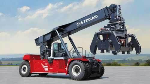 reach-stacker with top-lift spreader / loaded container