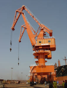 port crane / rubber-tired / level luffing