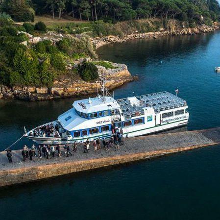 tourist excursion passenger ship
