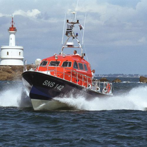 search and rescue boat / inboard