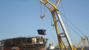 Floating dock crane / for heavy loads / luffing jib Drydocks World