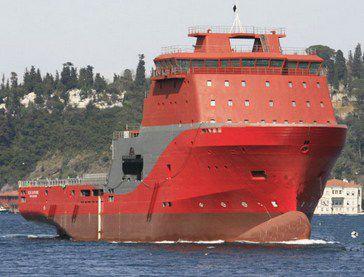 anchor-handling tugboat (AHT) offshore support vessel