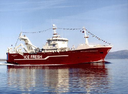 fishing trawler fishing-vessel / tuna seiner