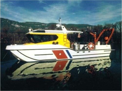 work boat / ambulance boat / inboard