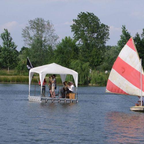 recreation center platform / for special events / floating