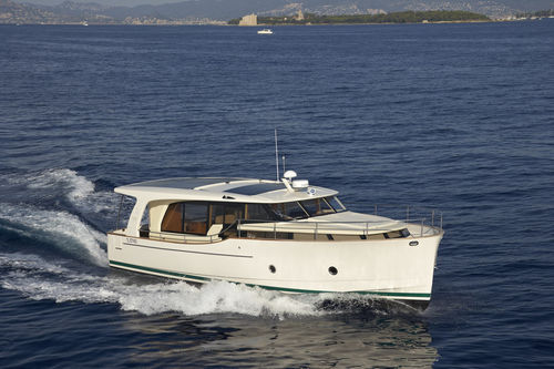 solar-electric powered express cruiser / hybrid / downeast / 2-cabin