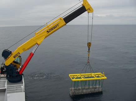ship crane / telescopic / deck / knuckle boom