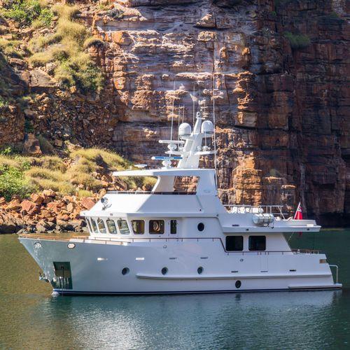 cruising motor yacht / expedition / flybridge / steel