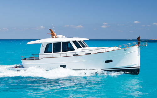 Inboard express cruiser / with enclosed cockpit / downeast / 2-cabin MENORQUÍN 42 HT  Sasga Yacht