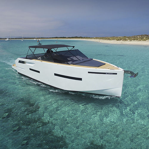 outboard express cruiser / four-engine / open / dual-console