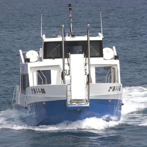passenger boat / inboard