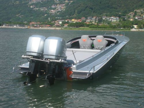 outboard runabout / twin-engine / sport