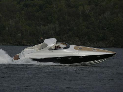 inboard express cruiser / open / with cabin / sundeck