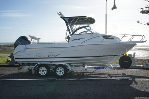 outboard day cruiser / open / sport-fishing / 6-person max.