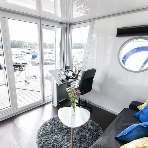 catamaran houseboat / outboard / double terrace deck / 4-person max.