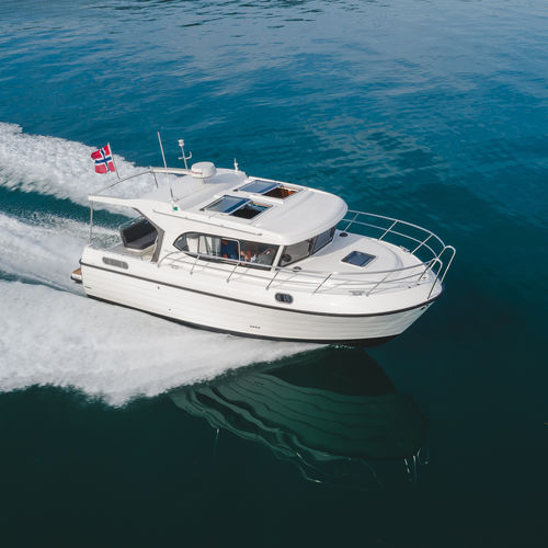 inboard cabin cruiser / hard-top / wheelhouse / 8-person max.