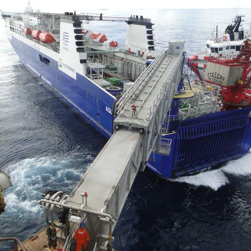 offshore service vessel gangway / telescopic / floating / aluminum