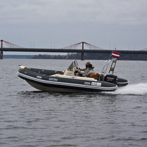 outboard inflatable boat / rigid / side console / 8-person max.