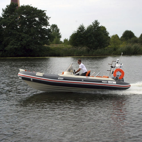 outboard inflatable boat / rigid / side console / 9-person max.