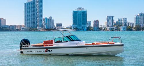 outboard center console boat / center console / open / 8-person max.