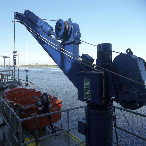 ship davit / hydraulic / rotating