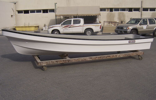 outboard small boat / open