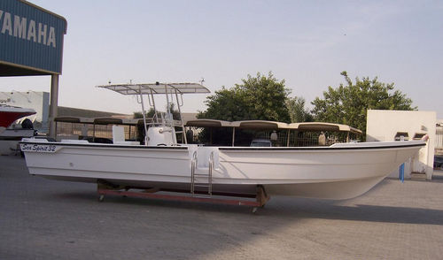 outboard center console boat / open / with T-top / sundeck