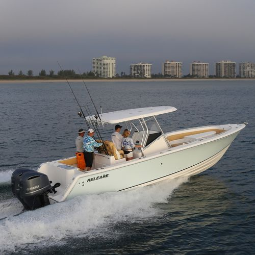 outboard center console boat / twin-engine / center console / sport-fishing