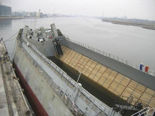 hopper barge cargo ship