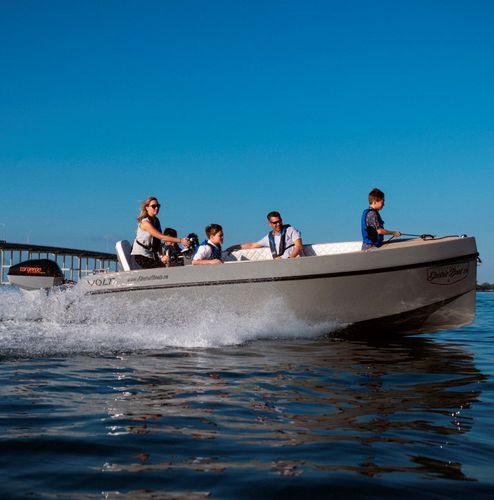 electric center console boat / outboard / center console / 13-person max.