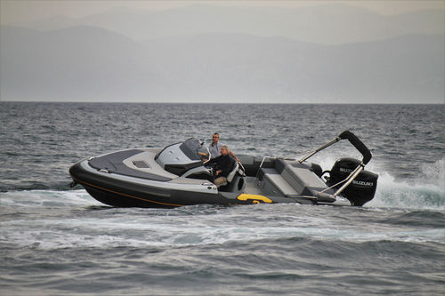 outboard inflatable boat / twin-engine / stepped hull / sport