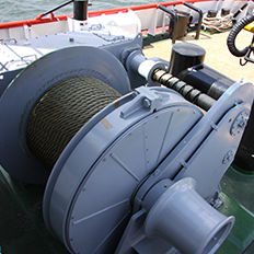 ship winch / for tugboats / towing / hydraulic drive