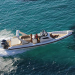 semi-rigid inflatable boat / outboard / twin-engine / center console