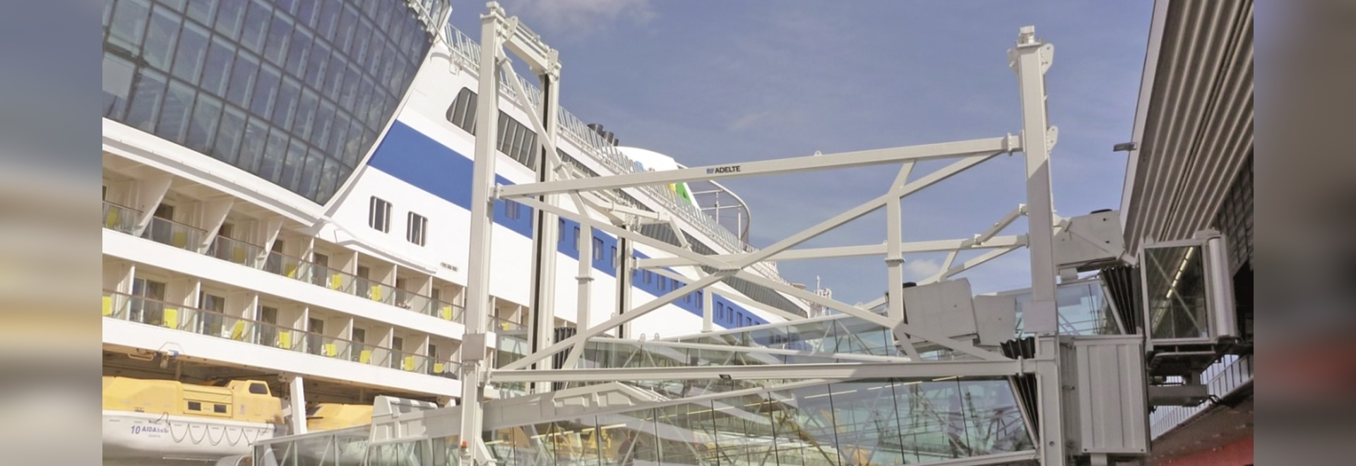 ADELTE's telescopic ramp can be converted into stairs thanks to electromechanical actuators