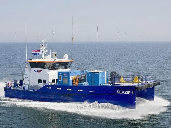 Fast Crew Supplier 2610 by Damen