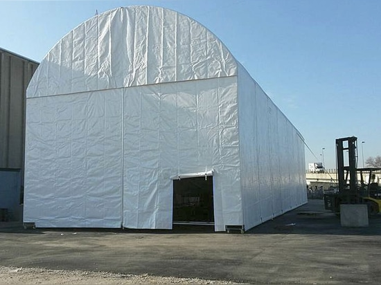 Shelter for yacht refit