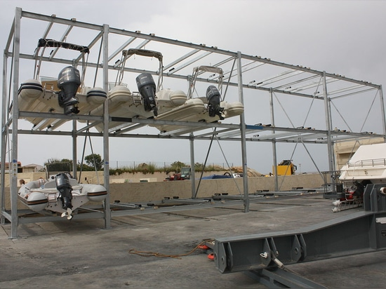 Innovative Rack Dry Boat Storage
