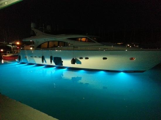 The SuperYacht Underwater LED light EQUATOR