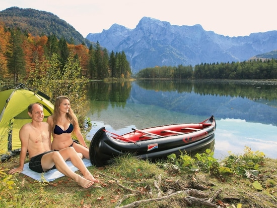 Inflatable canoe for paddling trips