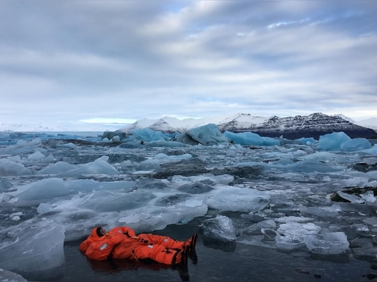 The Arctic 25 suit has proven has proven immersion abilities for 25 hours in 0°C water