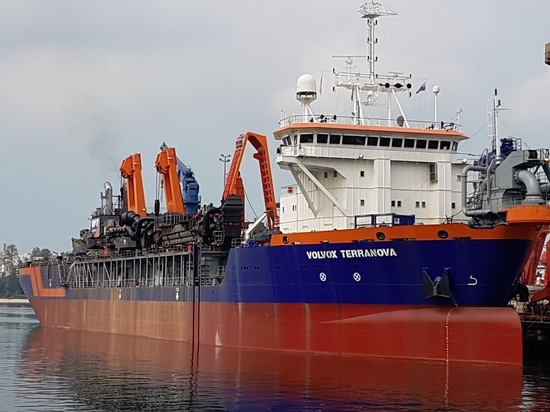 Trailing suction hopper dredger 'Volvox Terranova' has been restored and modified following mine damage