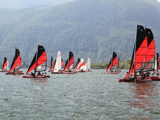 Regatta for collapsible catamarans