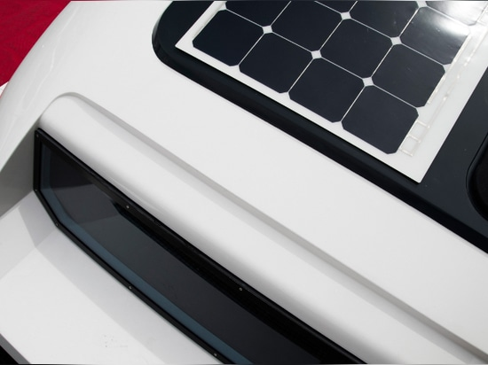 Solbian flexible solar panels for Outcut 29.5: the towable catamaran of latest generation