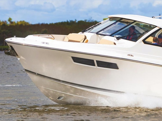Pursuit Boats Introduces New DC 365