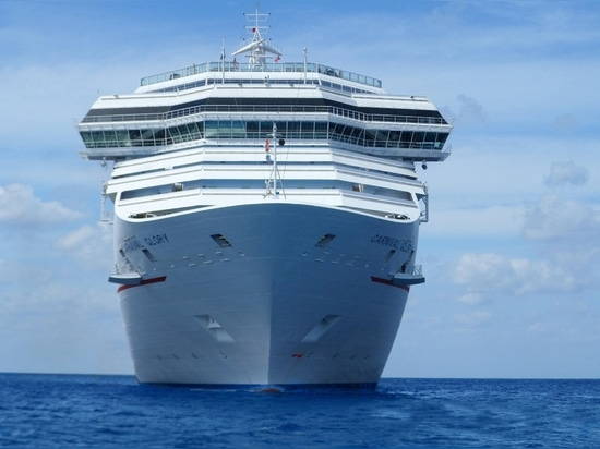 Coalition Urges Carnival to Stop Using HFO on Cruise Ships in Arctic