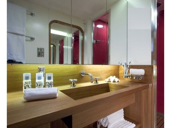Guest bathroom. Credit: Peter Mikic & Design Unlimited